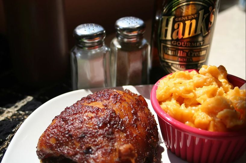 Smoked chicken thigh with mac-n-cheese