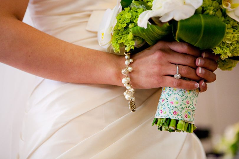 Bride's bouquet and accessories