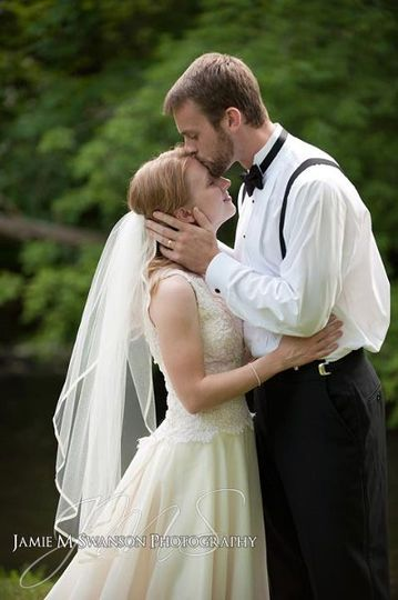 OutdoorWisconsinBackyardWeddingPortraitbytheriver1007a