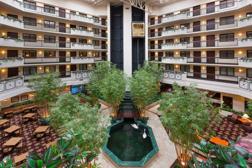 atrium embassy suites dulles airpor