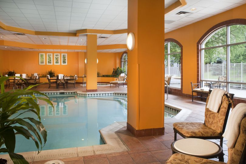 indoor pool embassy suites dulles airpor