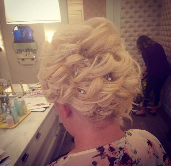 bride, short hair, loose curls, loose