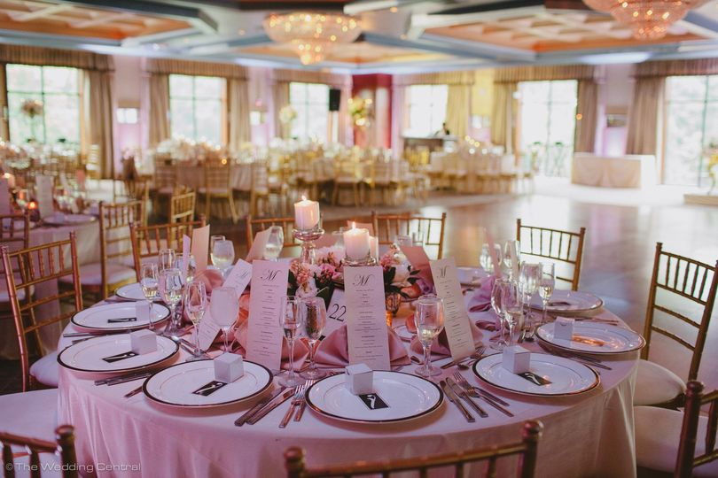 Pink round table setup