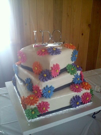 Vanilla and raspberry filling, butter cream frosting with gum paste Gerber Daisies