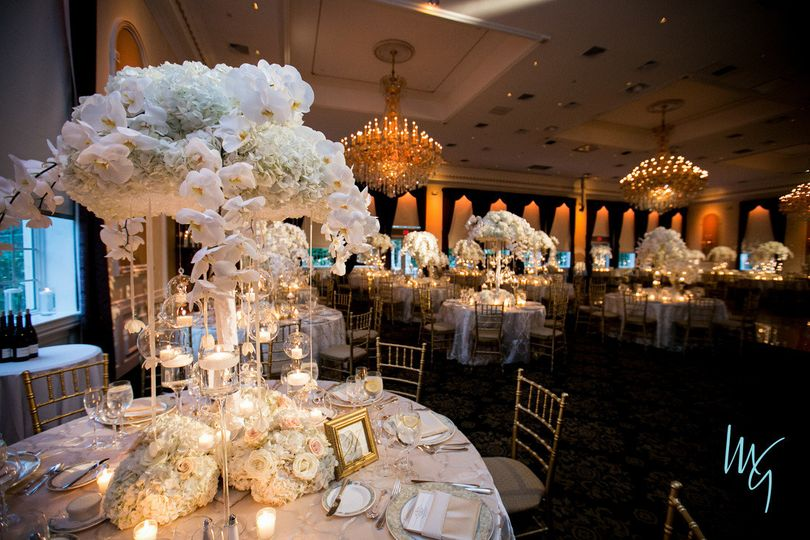Table setting with the centerpiece