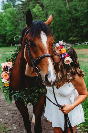 Crown and Horse Wreath