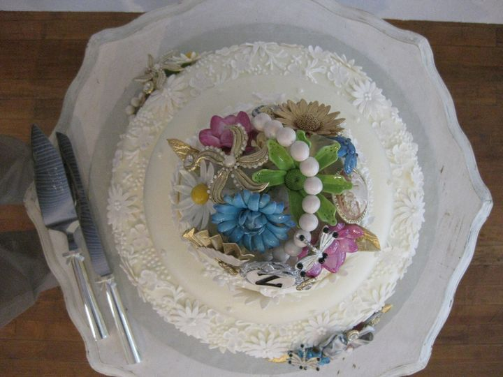 """Antique Jewelry"" Wedding cake Detail"