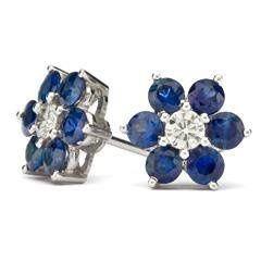 Surprise her this Anniversary by gifting this beautiful studs!!