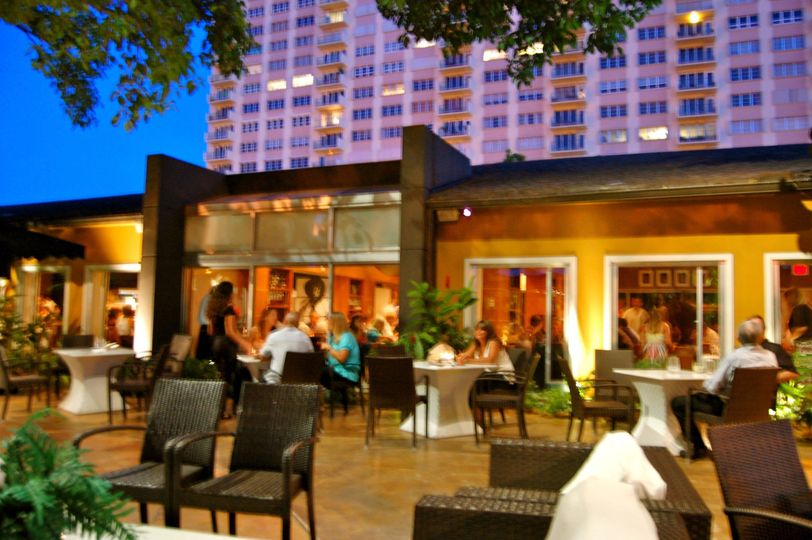 I heard about a place in Fort Lauderdale that has several locations in the U.S. and Brazil and it caught my eye (and my appetite). It is Chima Brazilian Steakhouse located at E. Las Olas Blvd. Chima is an elegant, yet chic, rodizio restaurant, whose setting personifies attention to detail with a touch of class.
