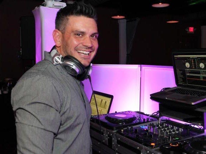 ae30c071f8eef451 DJ Photo