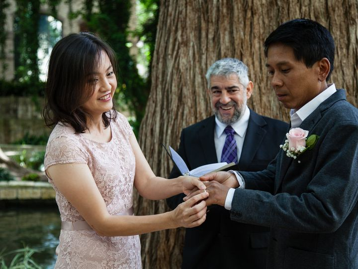 Tmx 4 29 18 Faustphotograph 30 50 51 697806 161756819585083 San Antonio wedding officiant