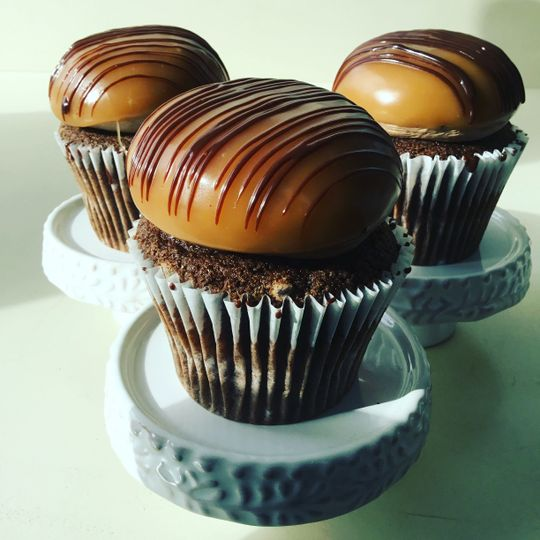 Chocolate and caramel cupcakes