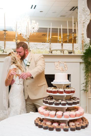 Kiss by the cupcake tier