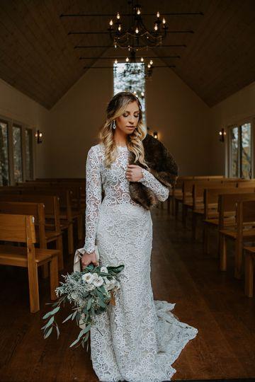 Sleeved lace wedding dress | Heidibeephotography