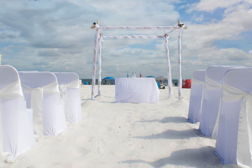 Sand ceremony w/ a smoothed sand aisle