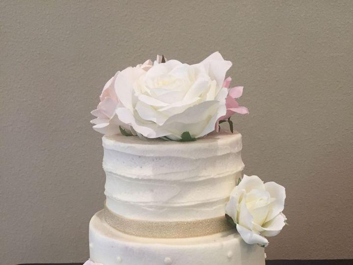 Tmx 1528602275 E7d00d2bfe53885d 1528602273 4d36448ca7bab403 1528602265455 2 39491085 44D4 407F McKinney, Texas wedding cake