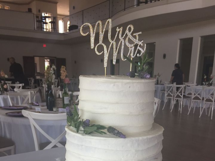 Tmx 1528602453 71c0e871abdd25d0 1528602451 0624abf37e63ba68 1528602423158 9 12E44F76 78E0 4E2D McKinney, Texas wedding cake
