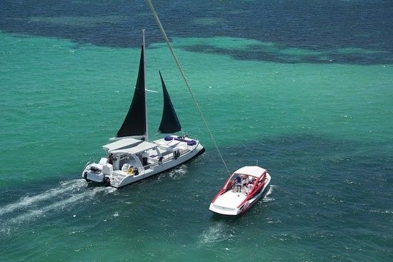 Yacht's sailing