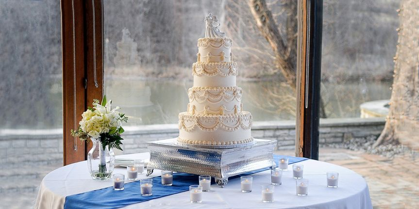 The cake table (Maria Hall Photography)