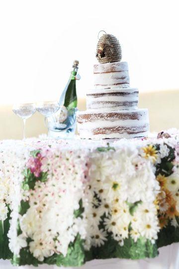 Simple wedding cake setup