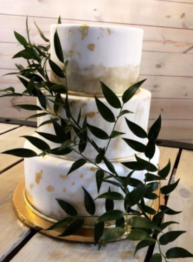 Simple wedding cake with touches of gold