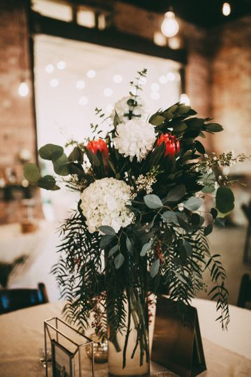 White, red and green centerpiece design