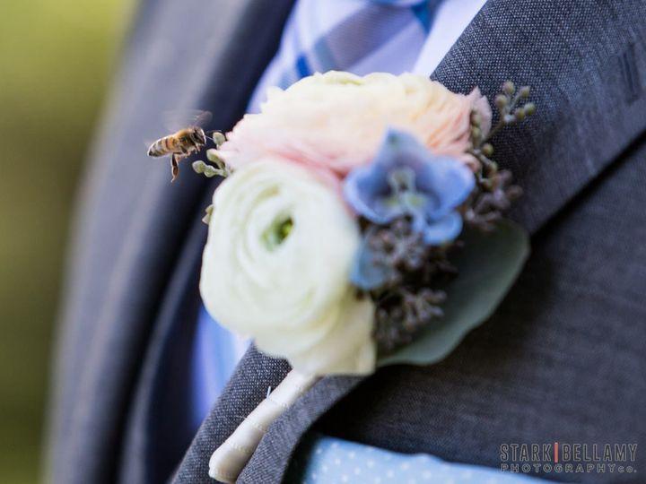 Tmx 1523979351 03173d866984eaff 1523979350 382754b9c36f02e6 1523979349913 6 15042244 122281344 Whitefish Bay, WI wedding florist