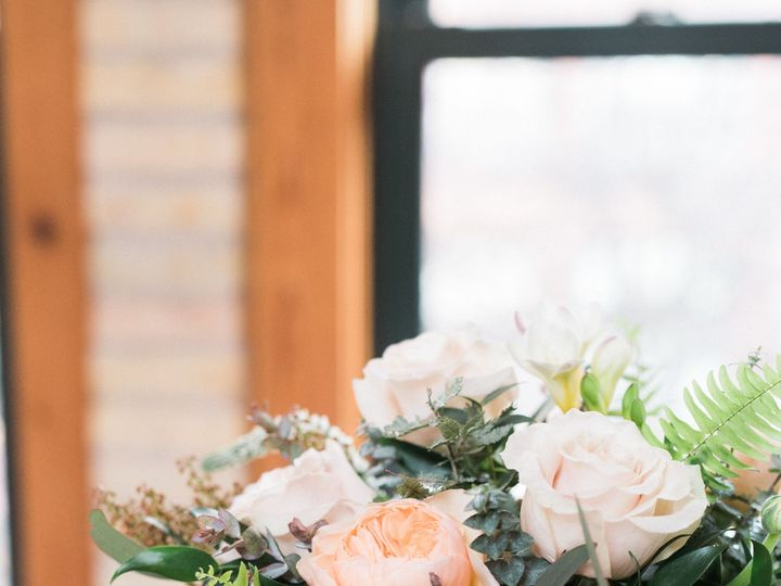 Tmx 1523979410 E65a5217153401c2 1523979407 33da08b25a77add7 1523979401595 13 Flourish 0318 EHP Whitefish Bay, WI wedding florist