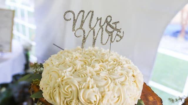 Tmx 78057530 964707510564510 5209820094829428736 N 51 976416 157850047342132 Biddeford, Maine wedding cake