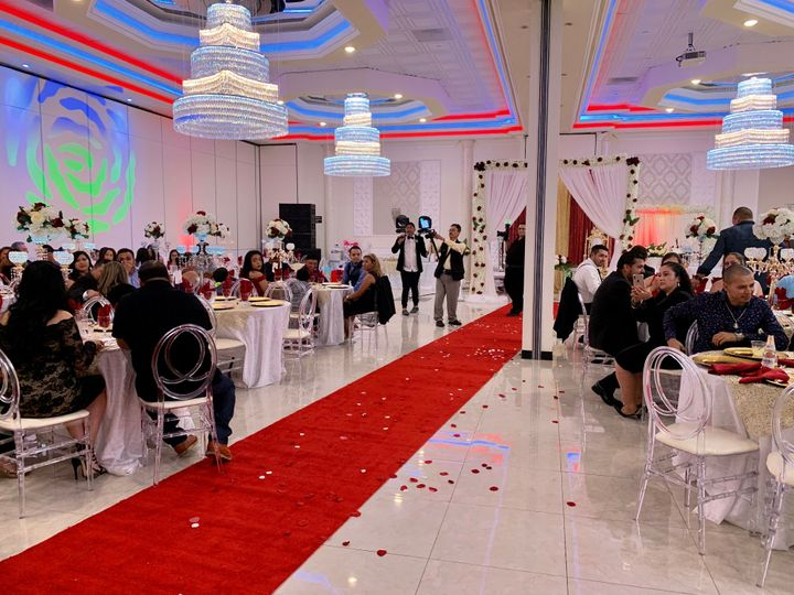 Red carpet for the couple