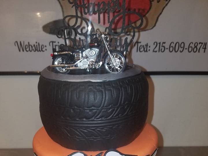 Tmx 1528807736 B27c468b88eef07e 1528807735 44824b267d8366c2 1528807734868 1 Harley.jpg2 Horsham wedding cake