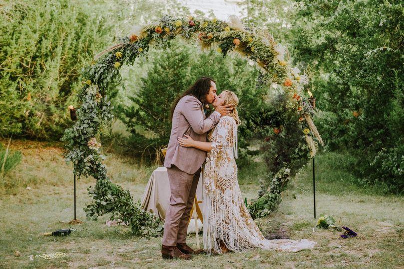 gjf ceremony kiss copy 2 51 782516 1565019770
