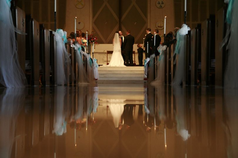 Wedding photography at churches are so lovely.  Photography shows how the beauty of the wedding...