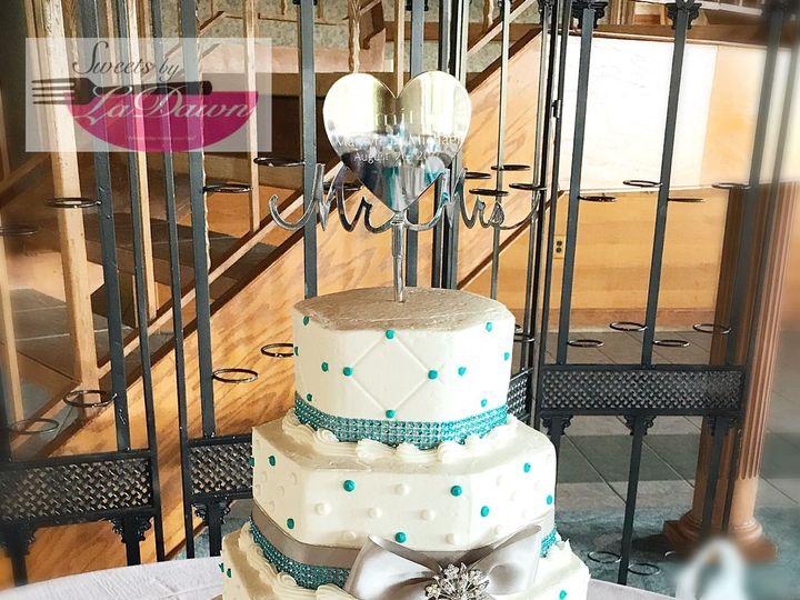 Tmx 1538896958 4bc1d4340a6019e4 1538896955 D9b81cb7f06e8f98 1538896932441 4 4E209582 8302 4D9C Cincinnati, Ohio wedding cake