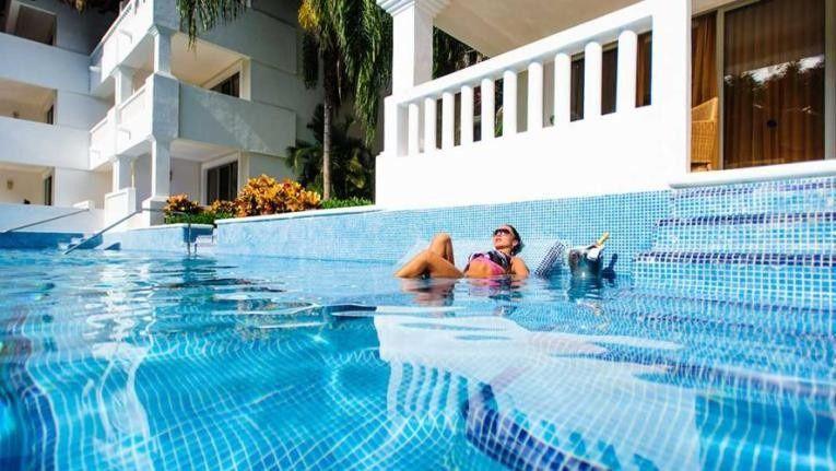 junior suite pool access