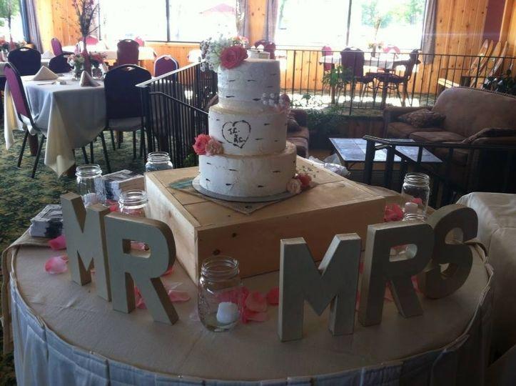 Newlyweds' wedding cake