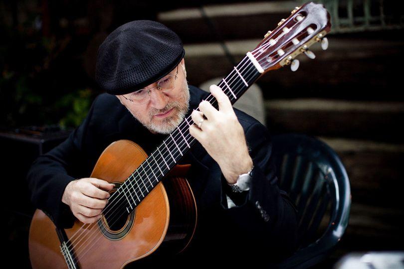 Michael Lucarelli Classical Guitarist