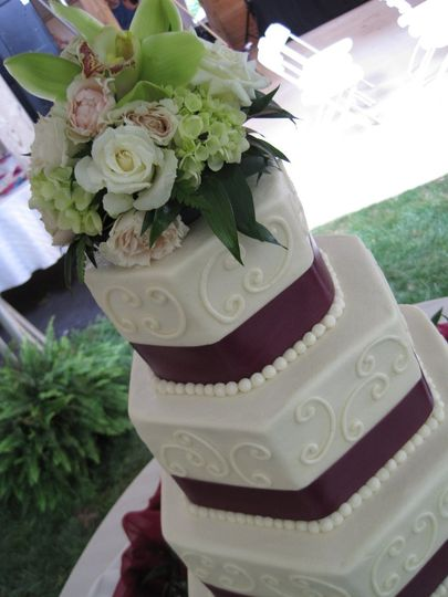 Intricate frosting on wedding cake