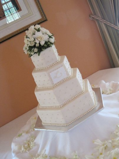 4-tier hexagonal wedding cake