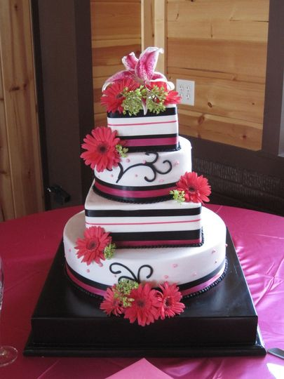 Wedding cake with black and pink details