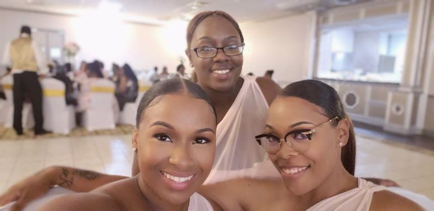 Group photo of bridesmaids