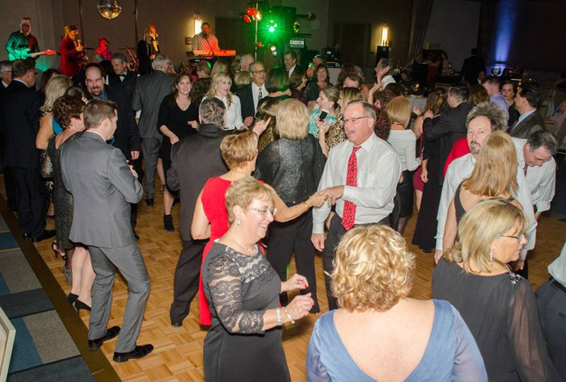 800x800 1487349707216 packed dance floor 1