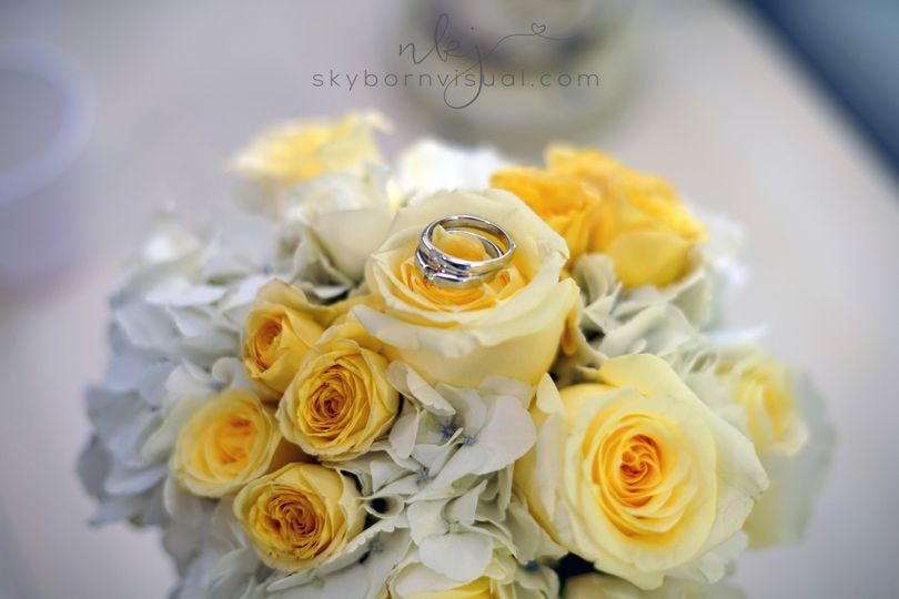 800x800 1509391068303 yellowrosesrings