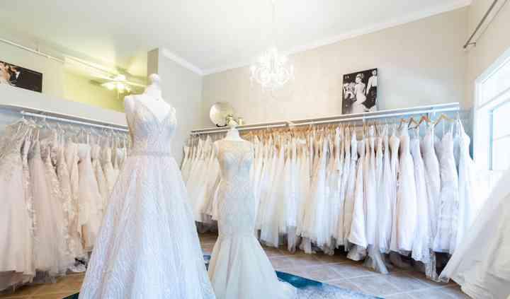 Elegant Southern Wedding Inspiration With Lush Greenery Aisle Perfect Southern Wedding Inspiration Southern Wedding Wedding Inspiration