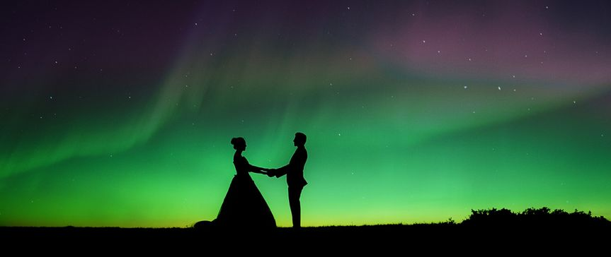 Justinography 8K wedding cinematography, northern lights, bride and groom