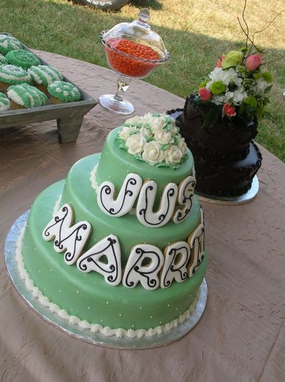 Green just married cake