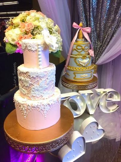 1fe53e5c2091a164 wedding expo dummy cakes