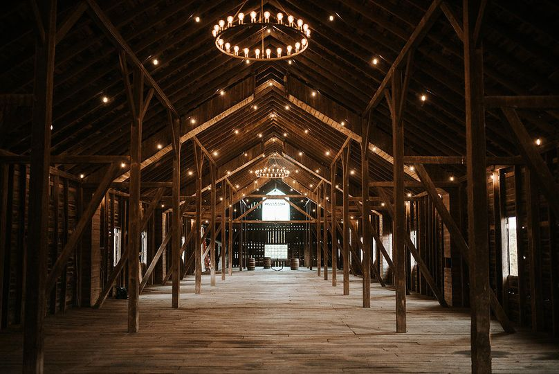 The Poplar Barn is the largest in Loudoun County and comfortably seats 350