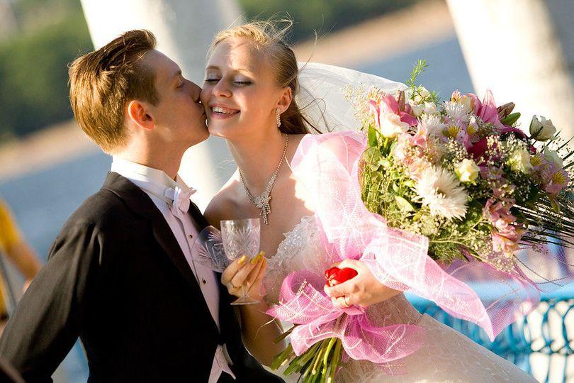 10dc670f87dd4a92 1480453920221 bigstock colorful wedding shot of bride 17556596