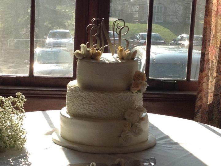 kustom kupkakes more by kristie wedding cake liverpool ny weddingwire. Black Bedroom Furniture Sets. Home Design Ideas